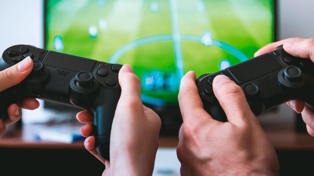 [PLUS] Zocken auf dem Großbild-TV: Alternative zum Gaming-Display?