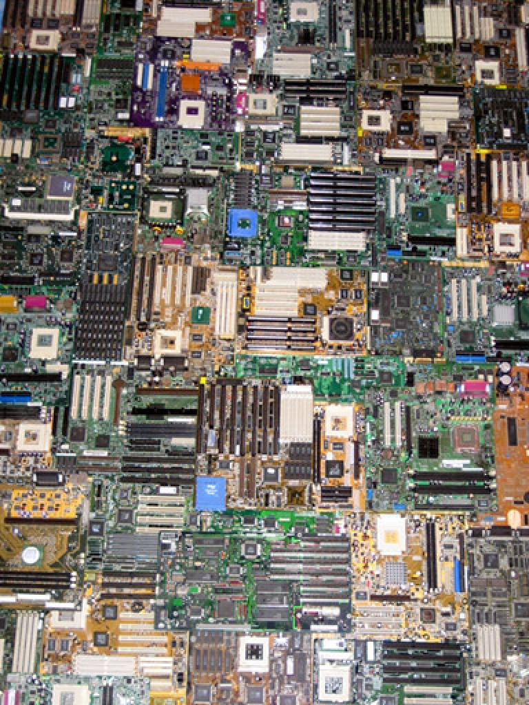 [14/08/08] You are looking for a new kind of wallpaper? Perhaps you should check the cupboards for some old motherboards and pin them to the wall. Chris Harrison did… (<a href=