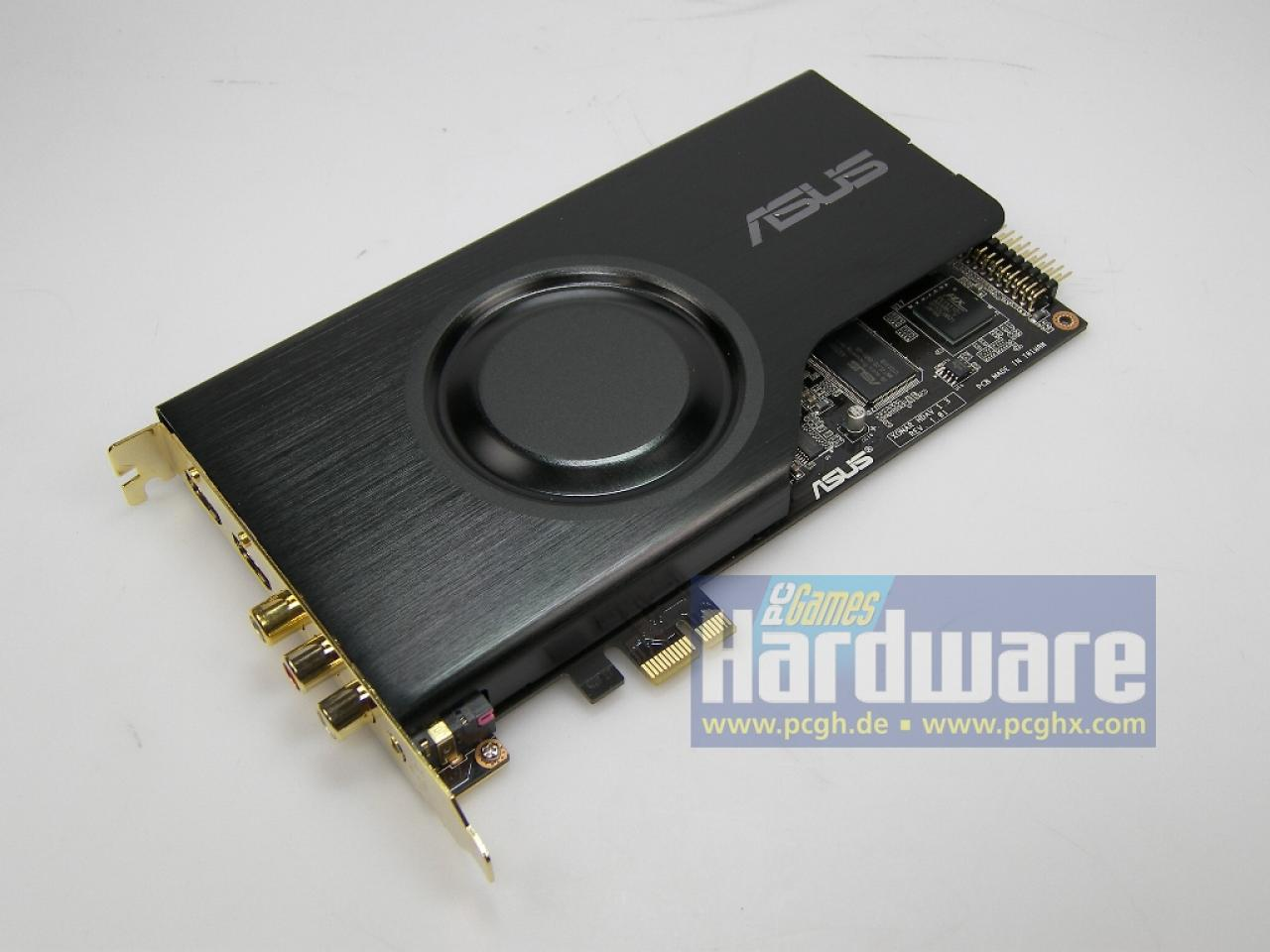 [09/09/08] Today we received a sample of Asus' high-end soundcard Xonar HDAV 1.3 Deluxe. The Splendid HD processor improves the video output of the graphics card with enhanced sharpness, contrast and colorfulness. The PCI-Express device supports 8-channel audio output for HD audio material.
