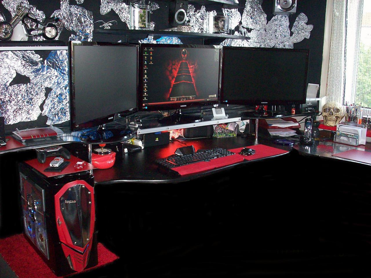 die krassesten schreibtische und gaming zentralen jetzt mit neuen einblicken bildergalerie. Black Bedroom Furniture Sets. Home Design Ideas