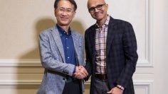 Kenichiro Yoshida, Präsident und CEO der Sony Corporation und Satya Nadella, CEO von Microsoft