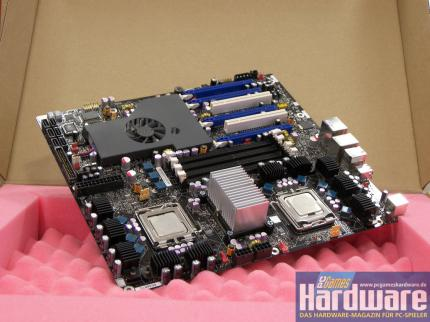 The basis for Skulltrail: Intel's D5400XS-Board (Picture: PCGH)