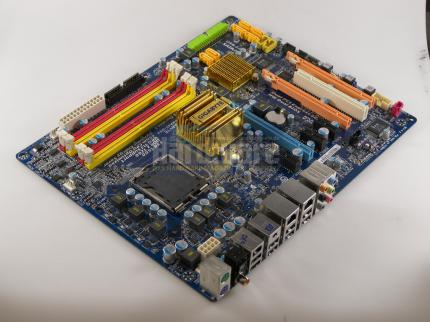 Gigabyte EP45-DS4: P45 chipset on sample board (picture: PCGH)