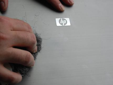 Hewlett-Packard:The lid of the new notebooks is resistant - even steel wool can't harm it. (picture: PCGH)
