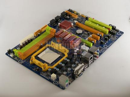 The low-priced 790GX board Biostar TA790GX A2+ already supports the Phenom II. (picture: PCGH)