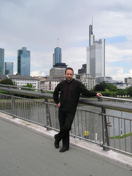 Jimmy Wales in Frankfurt am Main, 2005 (Photo taken by Elian (with Daniel Arnolds digital camera), Wikipedia)