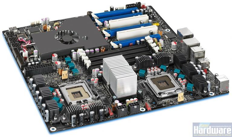 Skulltrail: Intel's D5400XS featues two CPU sockets and four video card slots - more pictures can be found in the gallery. (Picture: Intel)