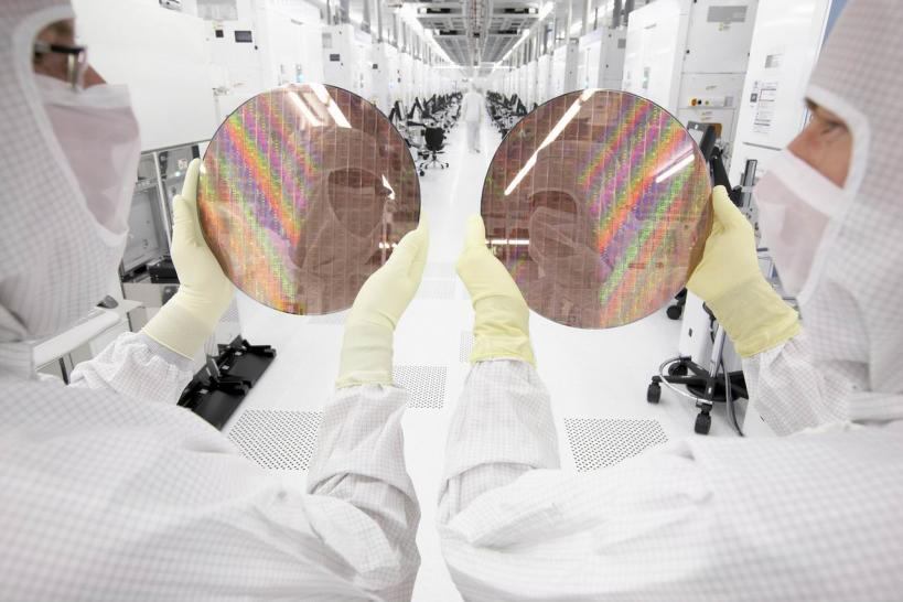Pictures form the Globalfoundries Cleanroom
