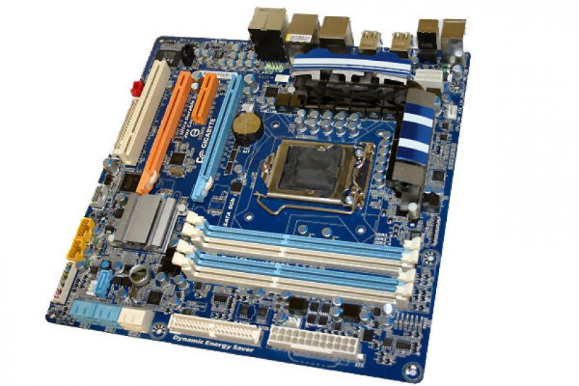 Gigabyte introduces its first Micro ATX motherboard called GA-P55M-UD4 for Intel's upcoming Lynnfield Core i5 generation. (2)