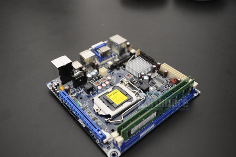 Socket 1156 Mini-ITX motherboard for Clarkdale CPUs (1)