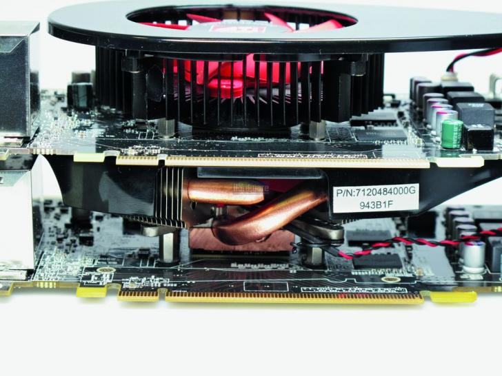 Radeon HD 5770 stock cooler new (below) and HD 5750 version (above) compared