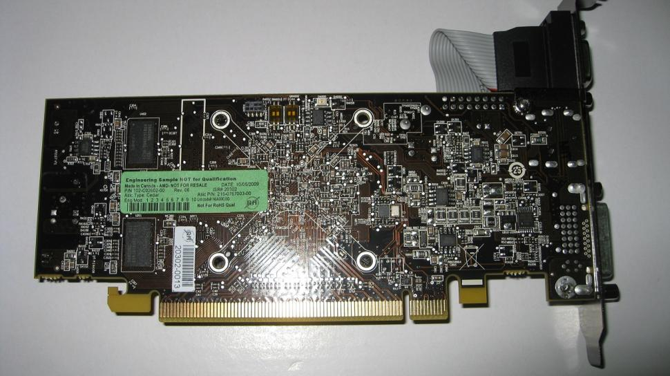 AMD Cedar GPU: The first pictures that allegedly show the new graphics card series. (1)