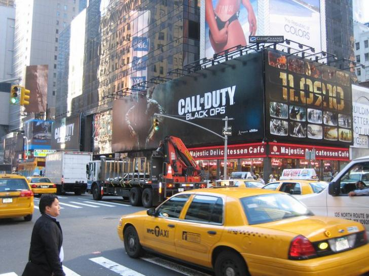 Call of Duty: Black Ops - riesige Plakatwerbung in New York
