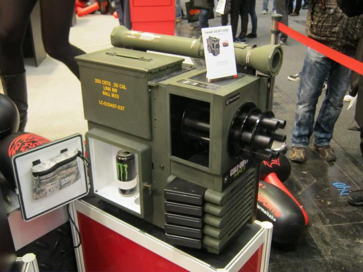 Cebit 2012: Thermaltake zeigt waffenstarrendes Level 10 GT in der Military und CoD-Edition (1) (1)