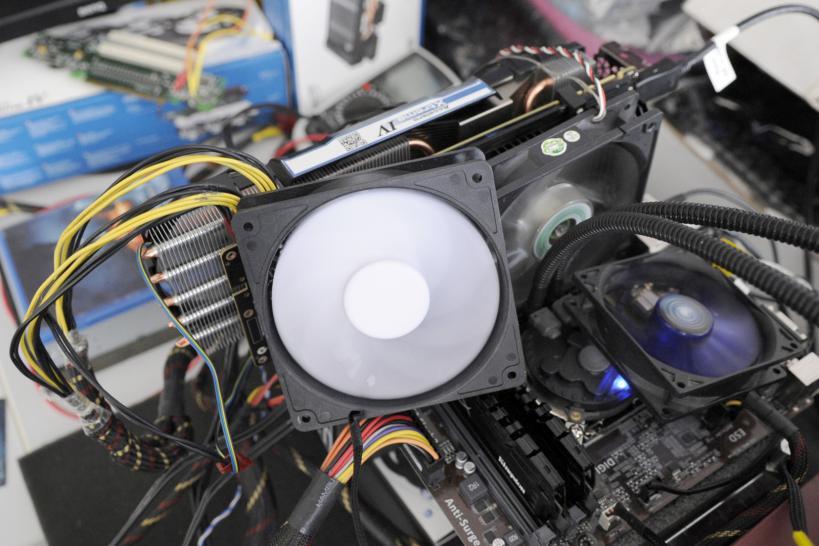 GTX Titan X mit Arctic Accelero Xtreme IV: Bis zu 1 550 MHz