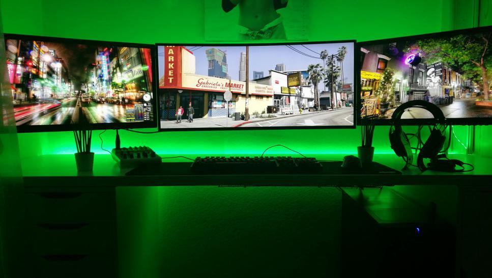 Gamer schreibtisch  Die krassesten Schreibtische und Gaming-Zentralen - jetzt mit ...