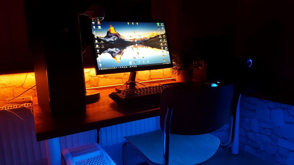Pc gamer schreibtisch  Die krassesten Schreibtische und Gaming-Zentralen - jetzt mit ...