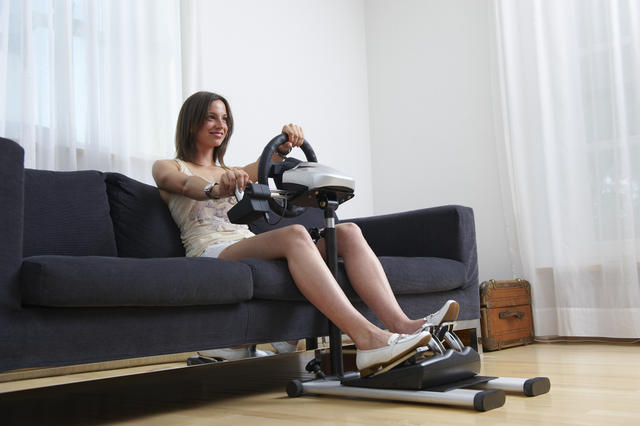 pcgh hands on test die lenkrad pedal halterung wheel. Black Bedroom Furniture Sets. Home Design Ideas
