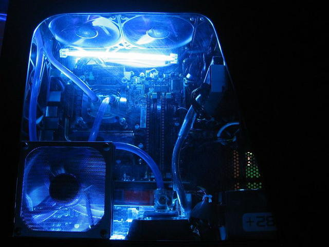 Cooling > Liquid Cooling I'm thinking about finally biting the bullet and moving to water cooling. I'd like to keep my first build as simple and hassle-free as