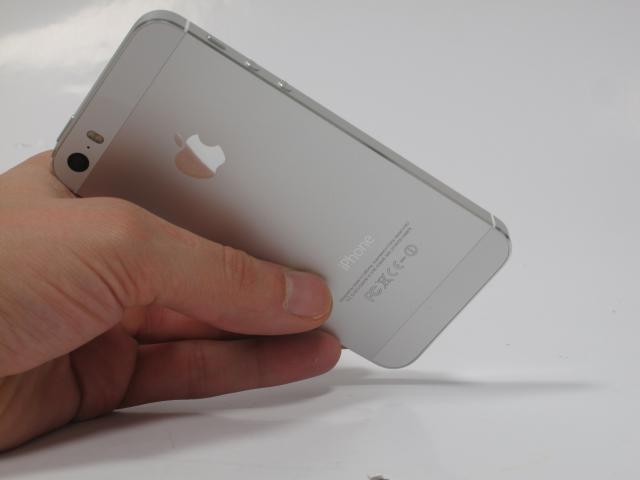Iphone 5s im test sind ios 7 und fingerprint scanner bis for Ecksofa bis 800 euro