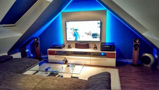 heimkinos der community riesige leinw nde und gewaltige boxen neue wohnzimmer in der galerie. Black Bedroom Furniture Sets. Home Design Ideas