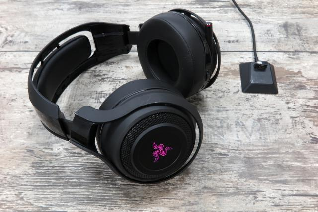 razer manowar kabelloses oberklasse headset im test. Black Bedroom Furniture Sets. Home Design Ideas