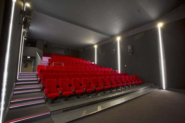 samsung onyx 3d cinema led europas erstes projektlorloses. Black Bedroom Furniture Sets. Home Design Ideas