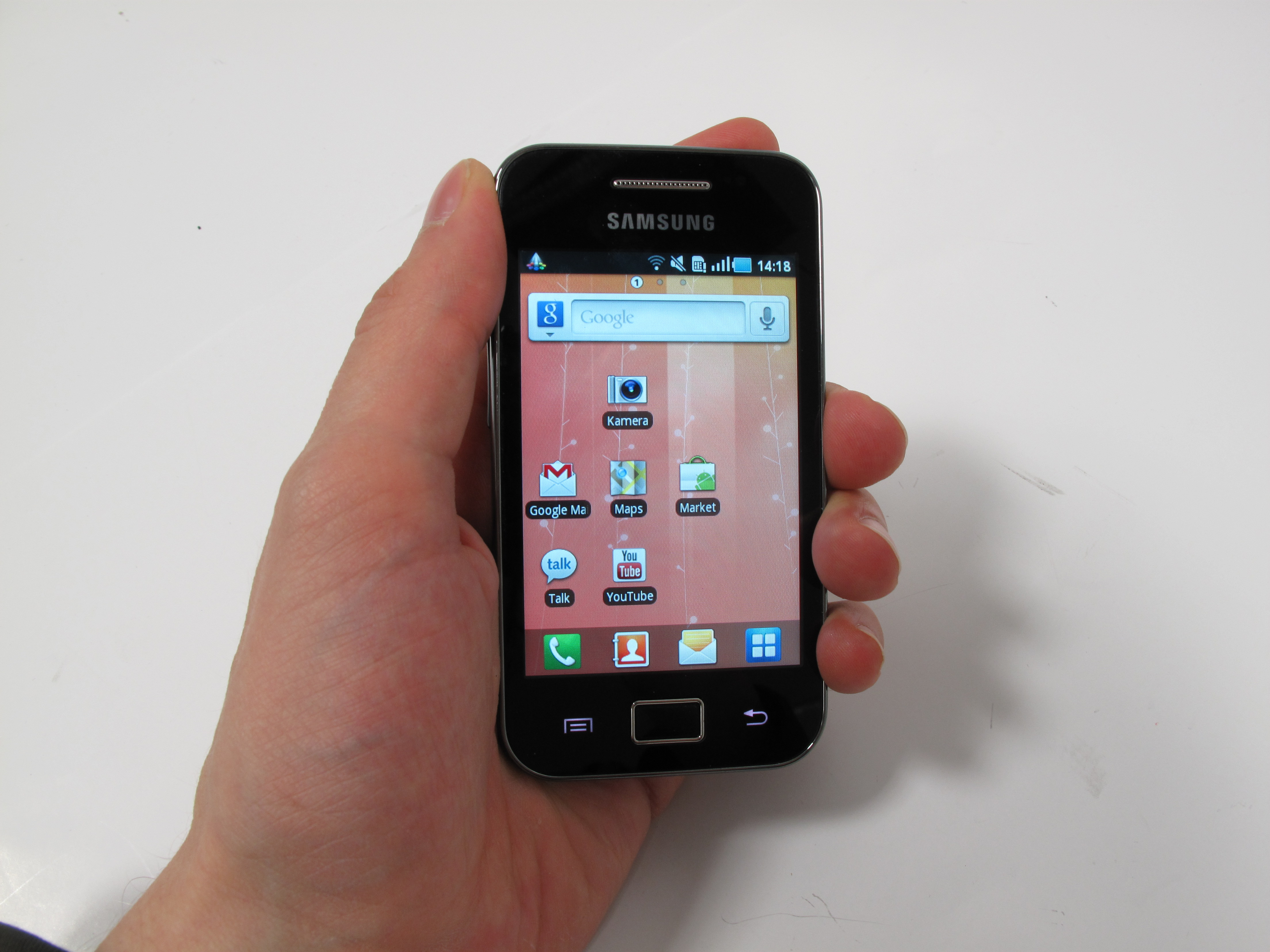 hands on test samsung galaxy ace budget android. Black Bedroom Furniture Sets. Home Design Ideas