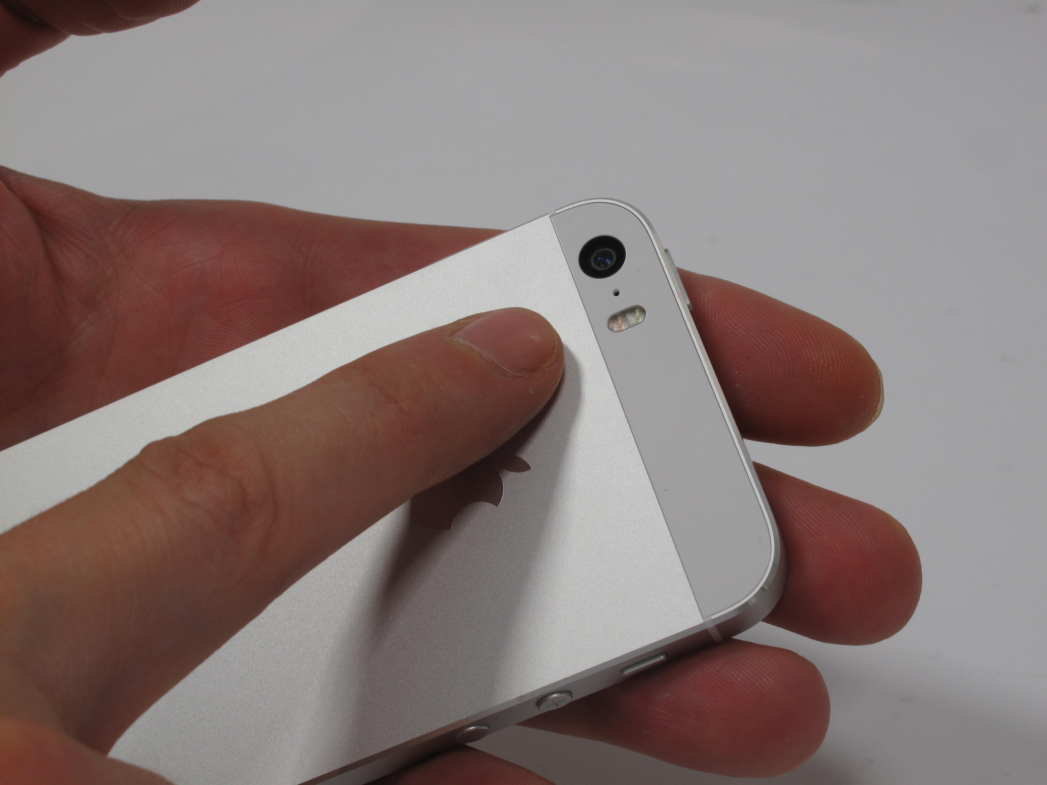 Iphone 5s im test sind ios 7 und fingerprint scanner bis for Wohnlandschaft bis 800 euro