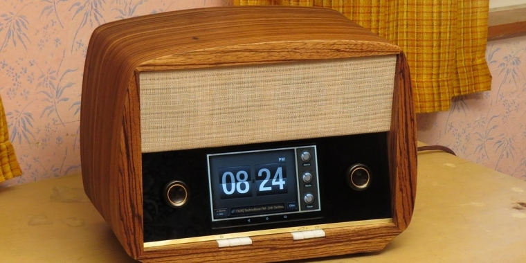 50 39 s radio retro geh use f r ein tablet auf der dcmm zum sieger gek rt. Black Bedroom Furniture Sets. Home Design Ideas