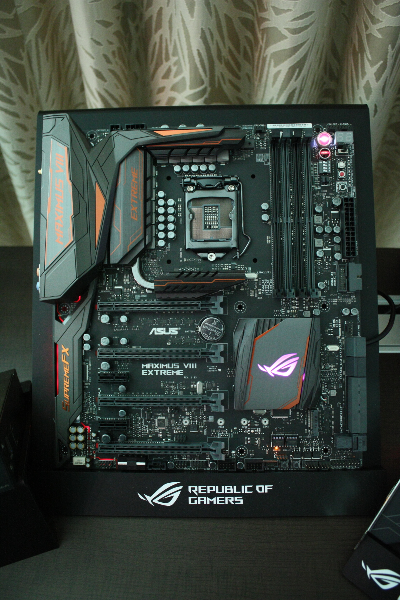 Maximus VIII Extreme Assembly 001-pcgh