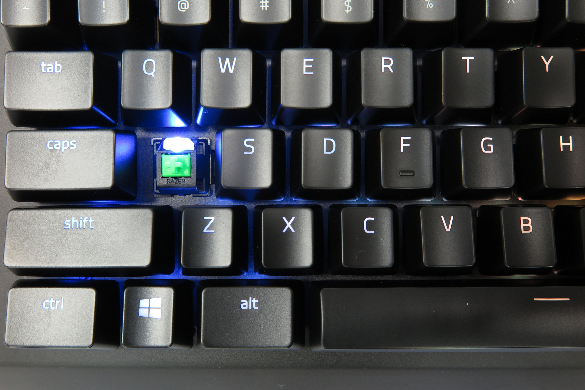 Razer Black Widow X Chroma Test 20-pcgh