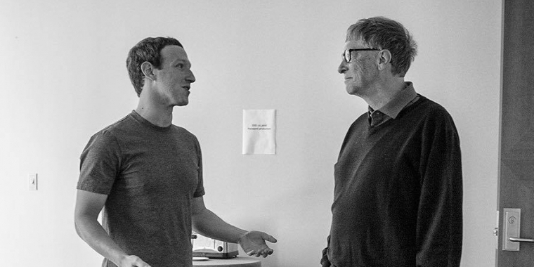 Mark Zuckerberg (links) mit Bill Gates